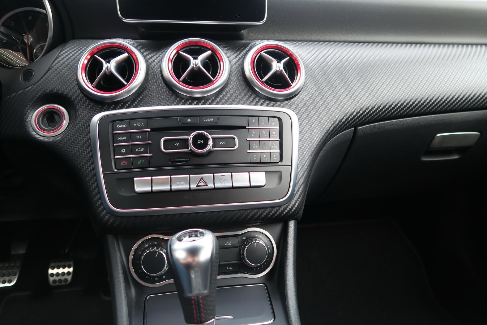161101-Mercedes-A200d-Buses-Clef-Radio-A_C.jpeg