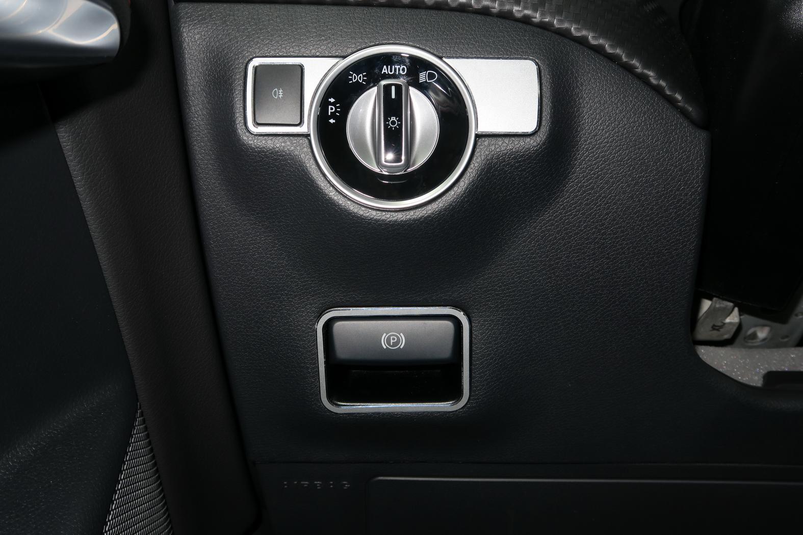 161101-Mercedes-A200d-Commodo-frein.jpeg
