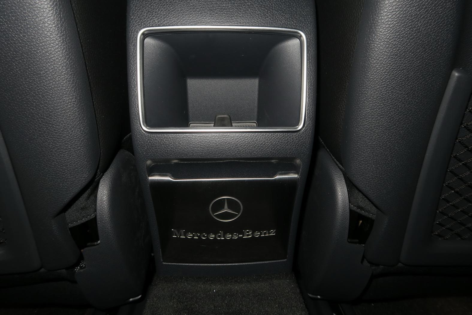 161101-Mercedes-A200d-Contour-box-Cendrier.jpeg