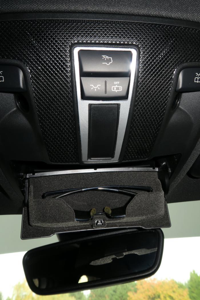 161101-Mercedes-A200d-Contour-commande-eclairage.jpeg