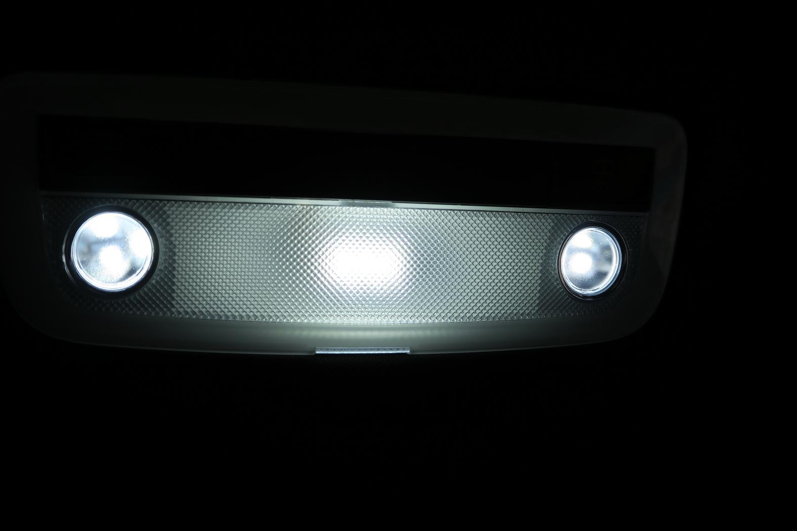 161101-Mercedes-A200d-Plafonnier.jpeg