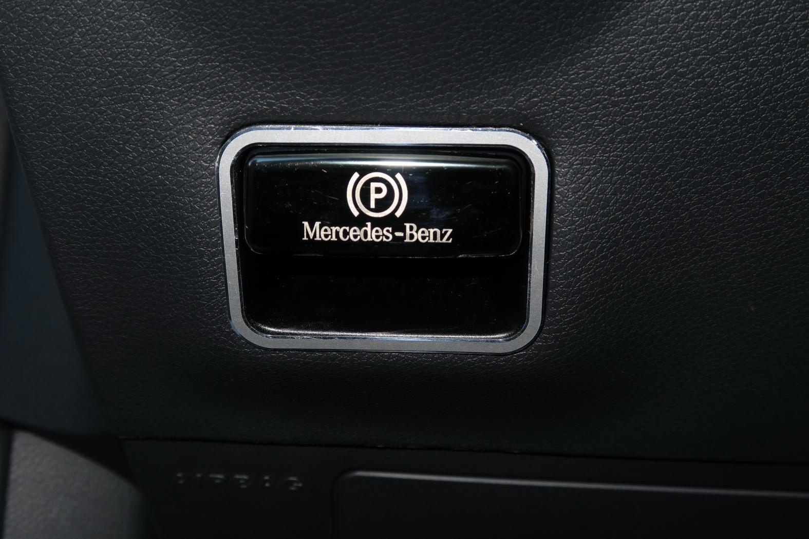 170312-Mercedes-A200d-Poignee-frein.jpeg