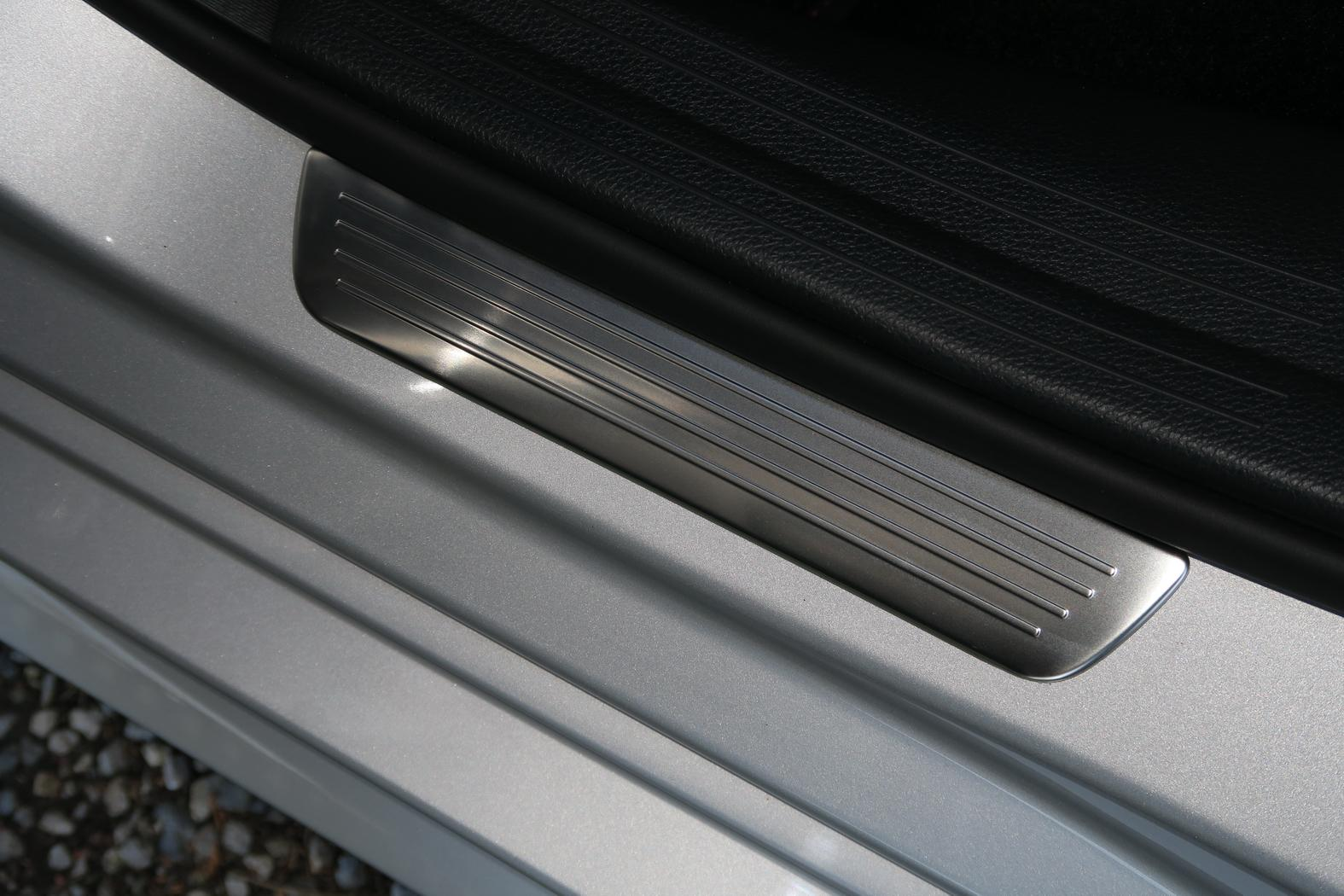 170312-Mercedes-A200d-seuil-de-porte.jpeg