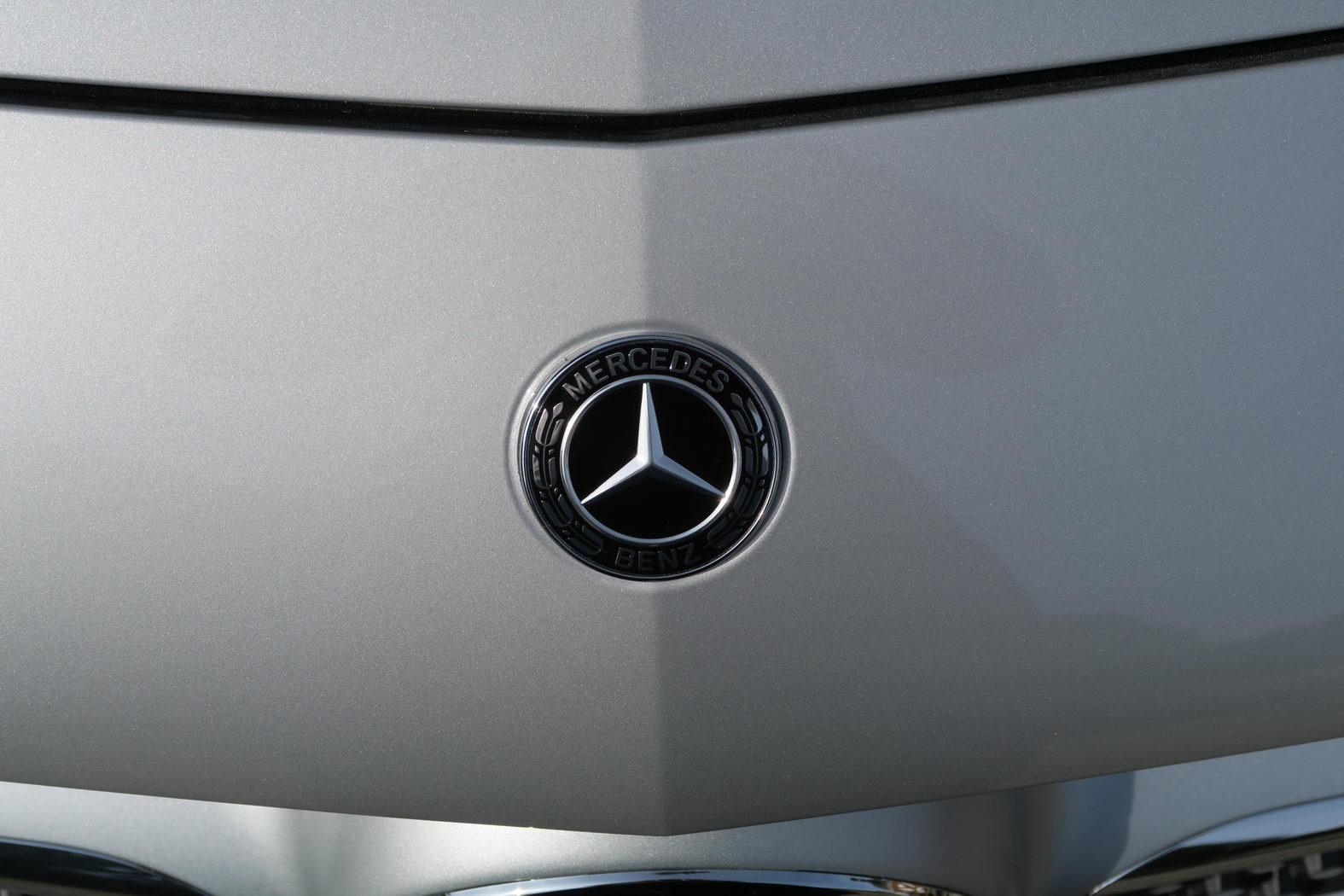 170921-Mercedes-A200d--Logo-03.jpg