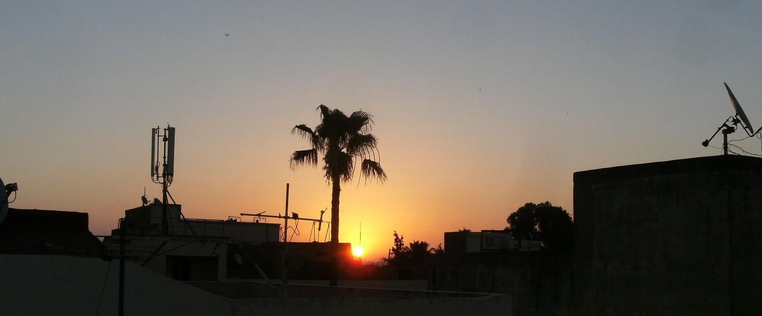 Lever-du-soleil-sur-les-toits-de-MEKNES-rectif.jpg