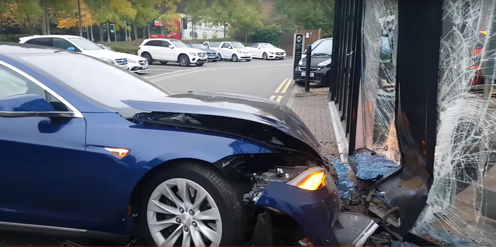 2-tesla-crash-classe-e.jpeg