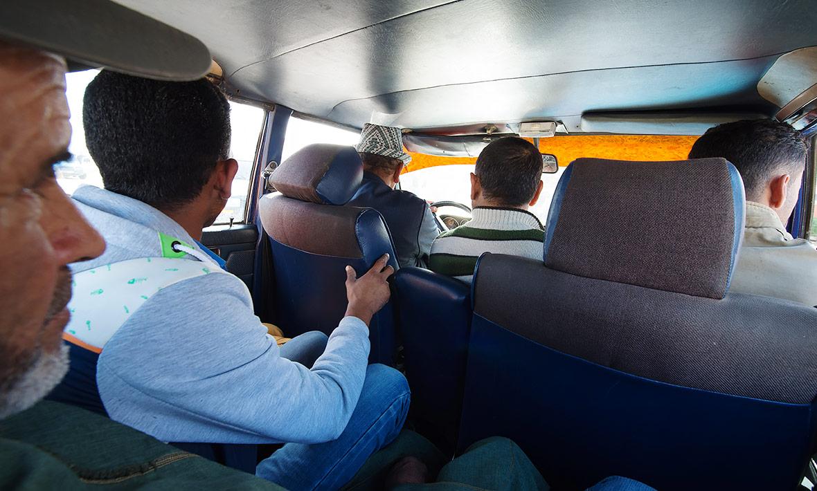 6-taxi-240d-w115-essaouira.jpg