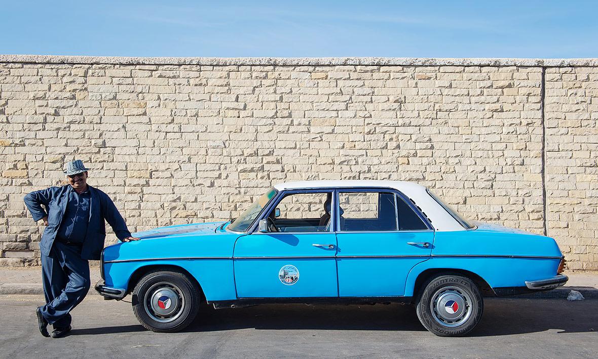 8-taxi-240d-w115-essaouira.jpg