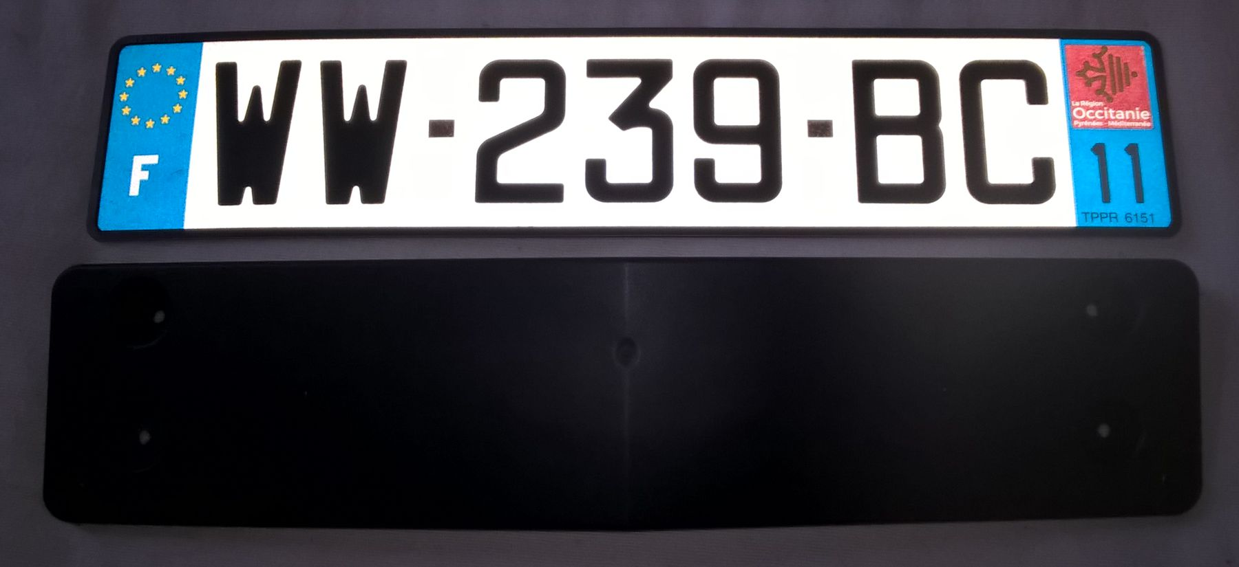 R63-license-plate-holder-French-01.jpg