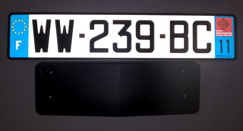 R63-license-plate-holder-Italian-01.jpg