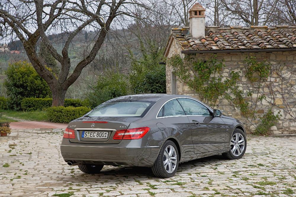 3-classe-e-coupe-c207-photos.jpg