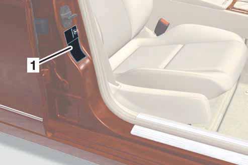 75-disposition-plaque-constructeur-classe-c-w204.jpg