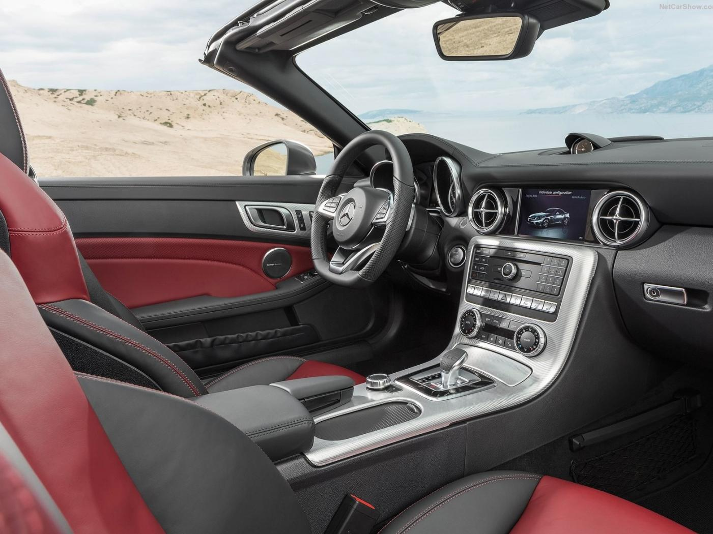 Interieur-redessine-de-la-Mercedes-SLC.jpeg