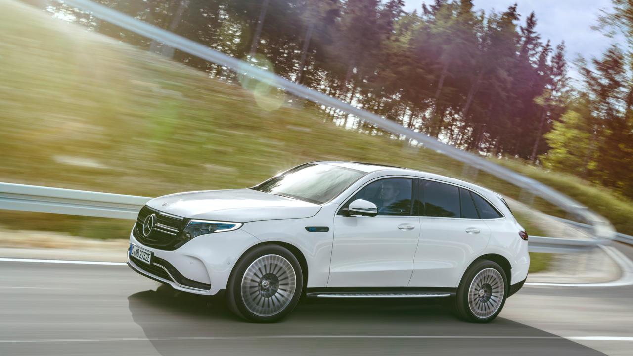 nouveau-Mercedes-Benz-EQC-11.jpg