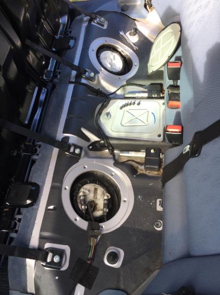 Bloc sous siège AR gauche + pompe à carburant sous siège AR droit