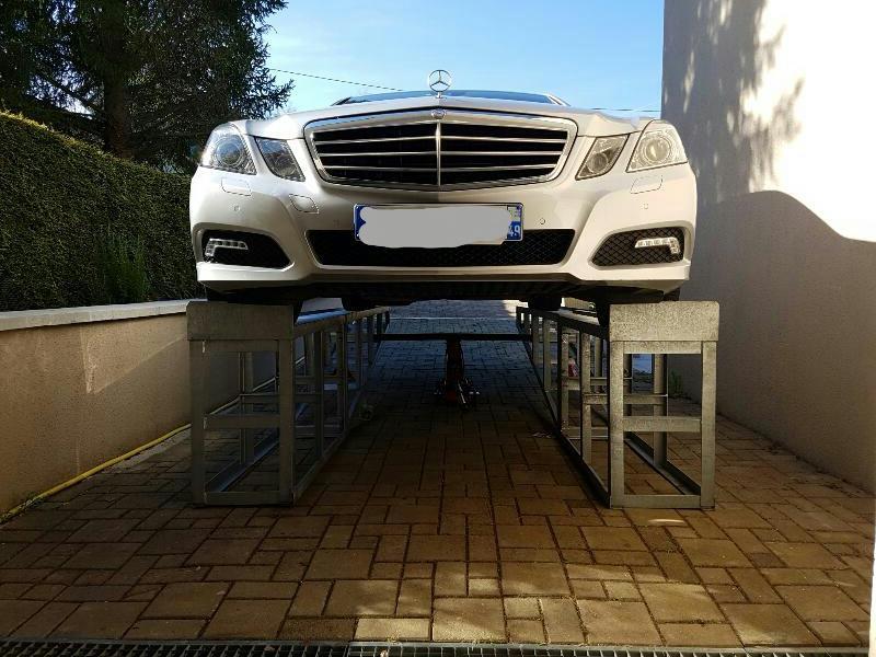voiture sur rampe