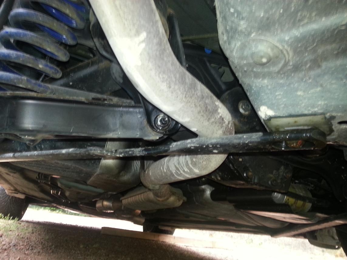 La barre de renfort arrière gauche du cabriolet