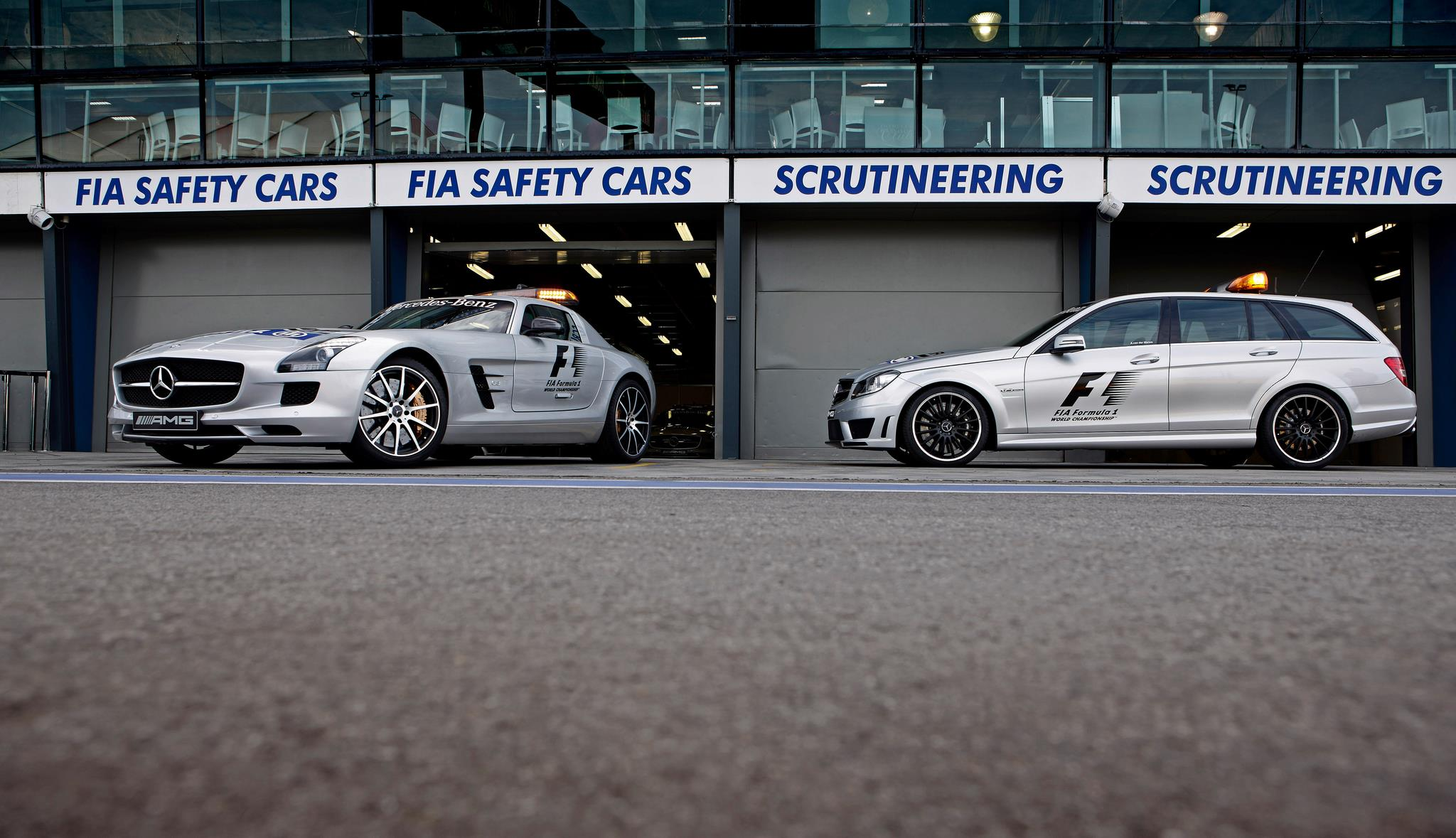 Official-Safety-Car-and-Official-Medical-Car-for-the-Formular-1-2013-season---SLS-AMG-GT-and-C-63-AM.jpg